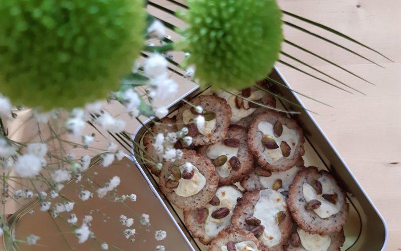 Gluteenittomat-keksit-pistaasipähkinä-Valo24h-resepti-pellavarouhe